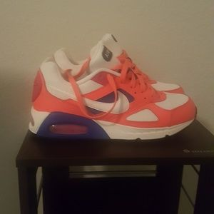 NWOT Double fusion NIKE MAX AIR sneakers